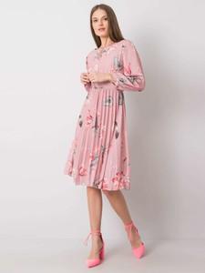 Różowa sukienka Sheandher.pl z okrągłym dekoltem