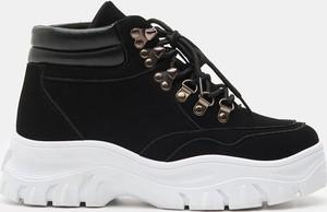 Czarne buty sportowe Sinsay na platformie