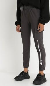 Czarne spodnie born2be z dresówki