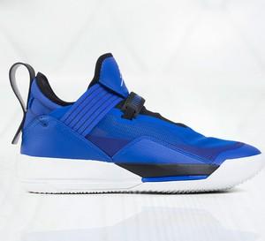 Niebieskie buty sportowe Jordan