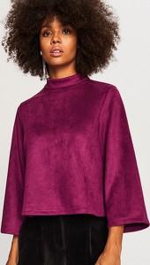 Czerwona bluza Reserved w młodzieżowym stylu