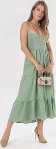 Zielona sukienka born2be na ramiączkach