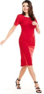 Czerwona sukienka Awama dopasowana z okrągłym dekoltem midi