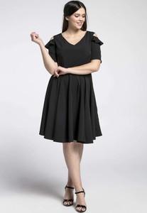 Sukienka Nommo z krótkim rękawem z dekoltem w kształcie litery v dla puszystych