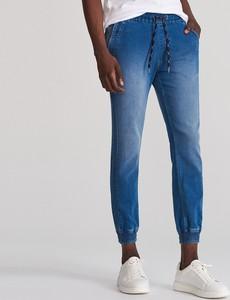 Jeansy Reserved z jeansu w stylu casual