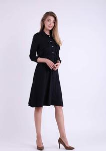 Czarna sukienka Nommo szmizjerka z długim rękawem