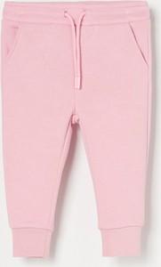 Różowe spodnie dziecięce Reserved z dzianiny