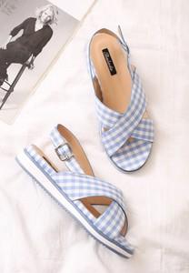 Niebieskie sandały born2be z klamrami