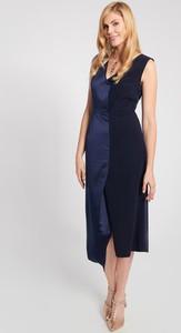 Granatowa sukienka QUIOSQUE asymetryczna