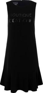 Sukienka Boutique Moschino w stylu casual z okrągłym dekoltem ze skóry