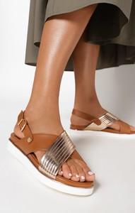 Sandały born2be z klamrami na platformie w stylu casual