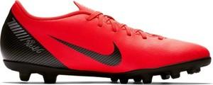 Czerwone buty sportowe Nike w sportowym stylu