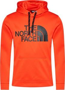 Czerwona bluza The North Face w sportowym stylu