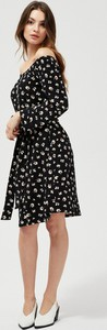Czarna sukienka Moodo w stylu casual