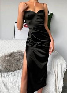 Czarna sukienka Sandbella midi z dekoltem w kształcie litery v dopasowana