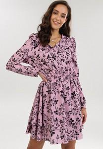 Różowa sukienka born2be z długim rękawem mini