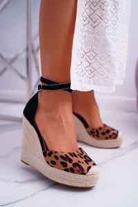 Sandały Fb2 z klamrami