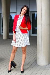 Czerwona marynarka butik-choice.pl krótka na guziki