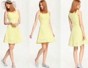 Żółta sukienka Top Secret mini z okrągłym dekoltem rozkloszowana
