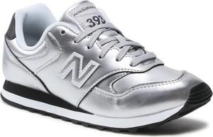 Srebrne buty sportowe New Balance z płaską podeszwą ze skóry w sportowym stylu
