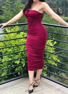 Czerwona sukienka Arilook ołówkowa midi