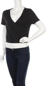 Czarny t-shirt New Look z dekoltem w kształcie litery v