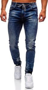 Granatowe jeansy Denley w młodzieżowym stylu