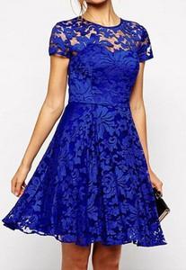 Niebieska sukienka Arilook z krótkim rękawem mini rozkloszowana