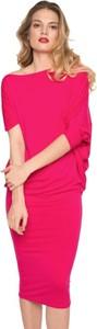 Różowa sukienka CAHA z długim rękawem