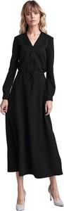 Czarna sukienka Colett z dekoltem w kształcie litery v z długim rękawem