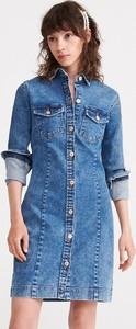 Niebieska sukienka Reserved z długim rękawem w stylu casual z jeansu