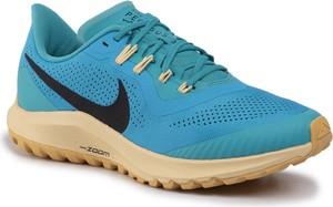Niebieskie buty sportowe Nike zoom z płaską podeszwą