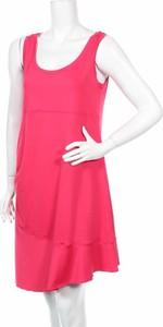 Różowa sukienka Lolë z okrągłym dekoltem