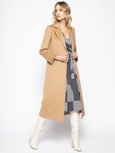 karmelowy płaszcz stylowo i modnie z Allani