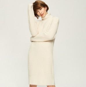 Sukienka Sinsay dopasowana z długim rękawem z golfem