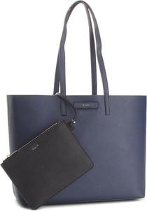 Niebieska torebka DKNY w stylu casual