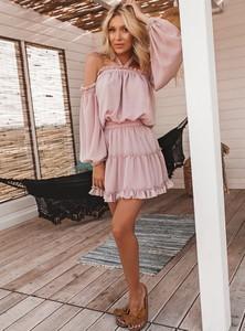 Różowa sukienka SELFIEROOM rozkloszowana mini