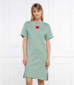 Zielona sukienka Hugo Boss prosta z okrągłym dekoltem z krótkim rękawem