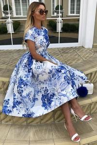 Niebieska sukienka Ivet.pl z okrągłym dekoltem midi