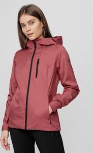 Różowa kurtka 4F w sportowym stylu