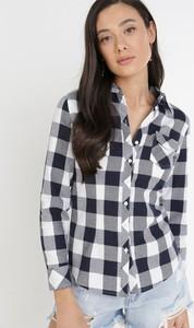Granatowa koszula born2be w stylu casual z długim rękawem