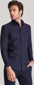 Granatowa koszula Reserved z kołnierzykiem button down z długim rękawem z bawełny