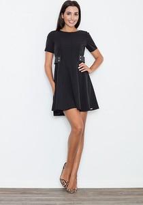 Czarna sukienka sukienki.pl z okrągłym dekoltem z krótkim rękawem