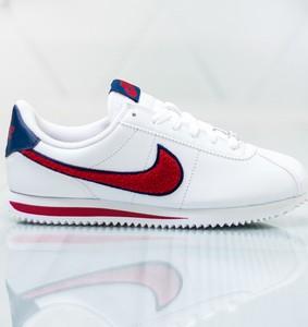 Buty sportowe Nike z płaską podeszwą w sportowym stylu sznurowane