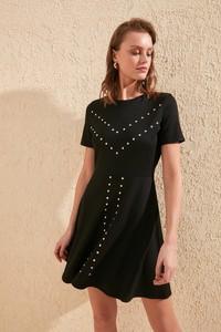 Sukienka Trendyol z okrągłym dekoltem rozkloszowana