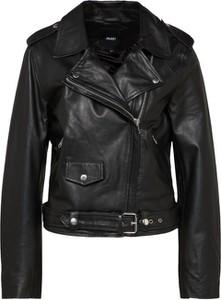 Czarna kurtka Object krótka w rockowym stylu