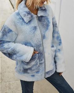 Kendallme Pluszowy płaszcz z puszystymi kieszeniami nadrukiem krawatowym kurtka niebieski