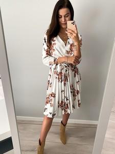 Sukienka Produkt Włoski z długim rękawem midi z dekoltem w kształcie litery v