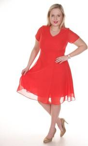 Czerwona sukienka Fokus midi z krótkim rękawem rozkloszowana