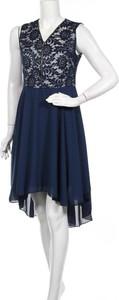 Sukienka Mela London mini z dekoltem w kształcie litery v bez rękawów